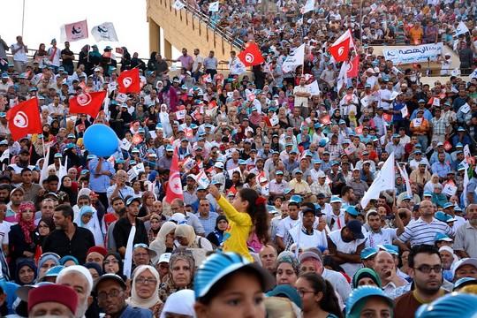 כניס בחירות של מפלגת התקומה, כמה ימים לפני הבחירות בתוניסיה (צילום: Atlantic Council, פליקר, CC BY-NC-ND 2.0)