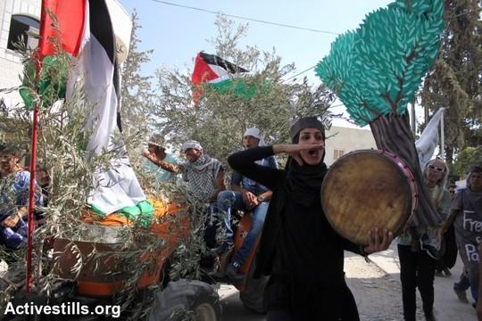 הפגנה בבילעין (צילום: אחמד אל-באז/אקטיבסטילס)