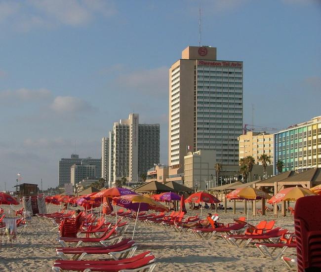 חוף בוגרשוב. אין מקום לפרוס מגבת (אסף, CC BY-SA 3.0)