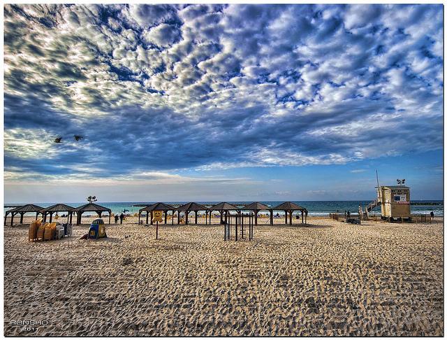 חוף ירושלים בתל אביב (ronsho, CC BY-NC-ND 2.0)