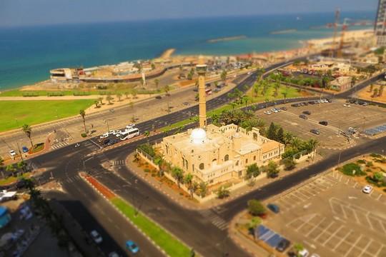 שטח התוכנית. במרכז: מסגד חסן בק. סביבו: השטחים שאמור בוכמן לקבל. ממול: הדופינריום הנטוש (Chris Hoare CC BY 2.0)