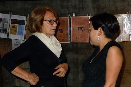משמאל: סטלה עובדיה ובתה. (צילום: Nilgün Yurdalan)