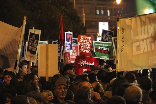 """הפגנת השמאל נגד """"חוק הלאום"""" מול בית רוה""""מ בירושלים (צילום: אליעזר יערי)"""
