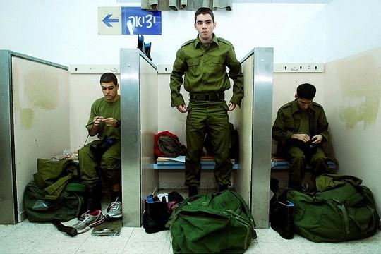 """חיילים בזמן גיוס (צילום: פליקר דובר צה""""ל CC BY-NC 2.0)"""