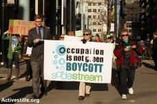 חברי הקואליציה להחרמת סודה סטרים בשיקאגו, במהלך הפגנה באפריל 2014 (טס שפלן/אקטיבסטילס)