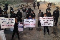 הפגנה בשכונת עיסאוויה נגד חסימת כבישי הגישה (צילום: אמיר ביתן)