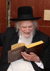 הרב שמואל אוירבך (בחור ישיבה א CC BY-SA 3.0)