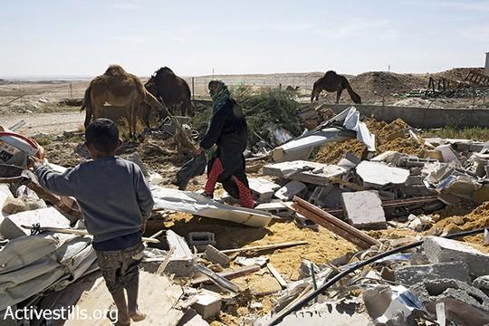 ביתה של משפחת זאנון מהכפר הבלתי מוכר ואדי אלנעם שנהרס. 18 במאי 2014 (אקטיבסטילס)