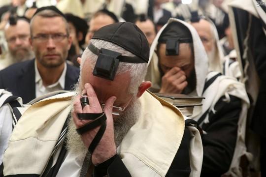 תפילה לזכר הנרצחים בבית הכנסת בהר נוף (קובי הר צבי)