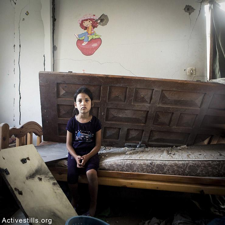יארה, בת 9, משכונת שג׳עיה. מתגעגעת למשחקים שלה ולשמלה האדומה שלה. היא מאד מפחדת שהפצצות יתחילו שוב. אן פאק/אקטיבסטילס