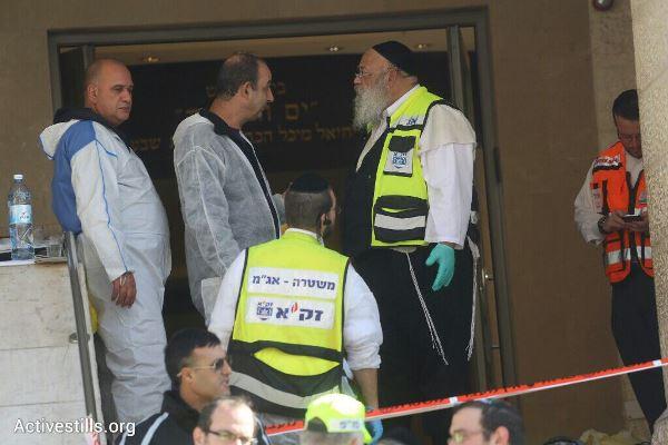 זירת הפיגוע בבית הכנסת בשכונת הר נוף, 18.11.2014 (צילום: אורן זיו / אקטיבסטילס)