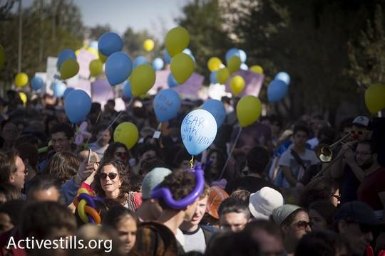 """אלפים בצעדת קהילת בתי הספר הדו-לשוניים """"יד ביד"""". (אורן זיו/אקטיבסטילס)"""