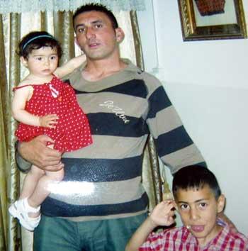 יאסר א-טמייזי ושני ילדיו
