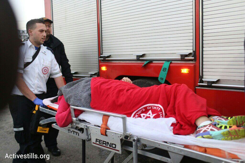 משטרה מנעה כניסת אמבולנס למשך יותר משעה, מספר תושבים התעלפו ונמנע מהם טיפול, פינוי בגבעת עמל, תל אביב, 29 דצמבר 2014. אקטיבסטילס