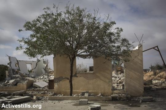 בית שנהרס על ידי בעליו בכפר סעוה, 23.12.2014. (אורן זיו/אקטיבטילס)