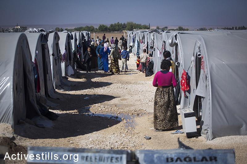 מבט על אוהלים במחנה הפליטים רוג׳אווה שבעיר סורוק, טורקיה, אוקטובר 2014. תמונה: פאיז אבו-רמלה/אקטיבסטילס