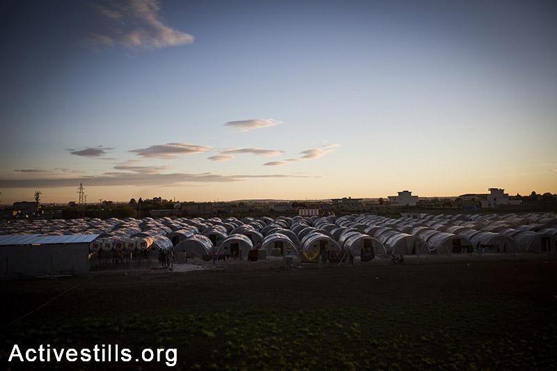 מבט על מחנה הפליטים  ארין מירקסאם שבעיר סורוק. הפליטים, סורים וכורדים, הגיעו מהעיר קובאני בסוריה, טורקיה, אוקטובר 2014. תמונה: פאיז אבו-רמלה/אקטיבסטילס