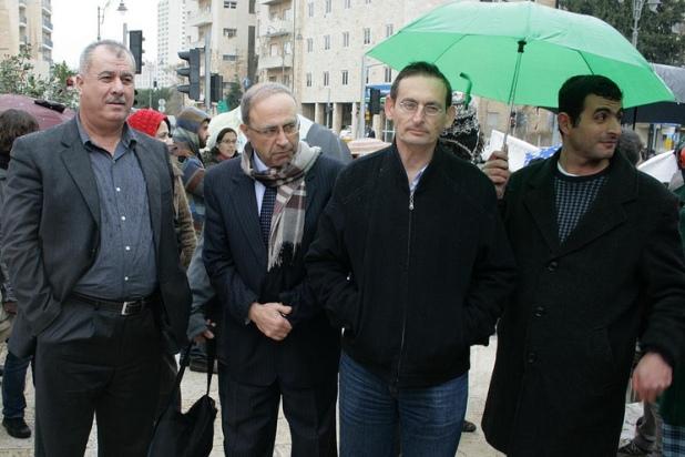 חברי הכנסת דב חנין, חנה סוייד ומוחמד ברקה בהפגנה נגד הריסות בתי בדואים (צילום: אקטיבסטילס)