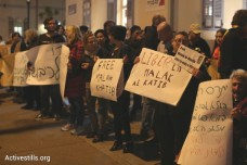 """""""אומרים לא למעצר קטינים"""". הפגנה למען שחרורה של הילדה מלאכ אלח'טיב. הקריה, תל אביב 29 בינואר 2015. (אורן זיו/אקטיבסטילס)"""
