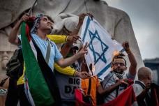 הפגנה בצרפת נגד המתקפה הישראלית על עזה (צילום: Alain Bachellier CC BY-NC-SA 2.0)