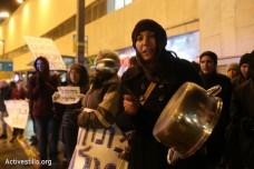 מפגינות במרכז תל אביב במחאה על תנאי הכליאה של מבקשי מקלט במתקן חולות (אורן זיו/אקטיבסטילס)