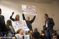 """פעילי """"המעברה"""" מפגינים בכנס של יאיר לפיד (פאיז אבו רמלה / אקטיבסטילס)"""