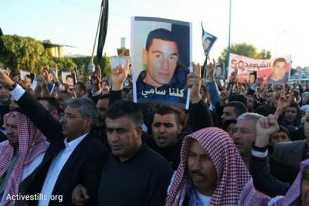 תהלוכת מחאה ברהט. המפגינים צעדו מביתו של סמי אל ג'אער וביתו של סמי זיאדנה. (אקטיבסטילס)