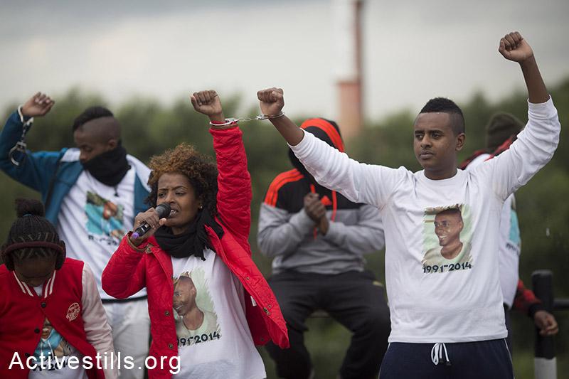 קרובי משפחתו של יוסף סלמסה, אשר נמצא מת במחצבה ליד מקום עבודתו בבינימינה, צועדים כדי לעורר מודעות לאלימות משטרתית, 4 ינואר, 2015. אקטיבסטילס