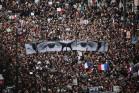 עצרת לזכר הרוגי הפיגועים בפריז. בתמונה: עיניו של מאייר במגזין שארלי הבדו (Ben Ledbetter Archetect CC BY 2.0)
