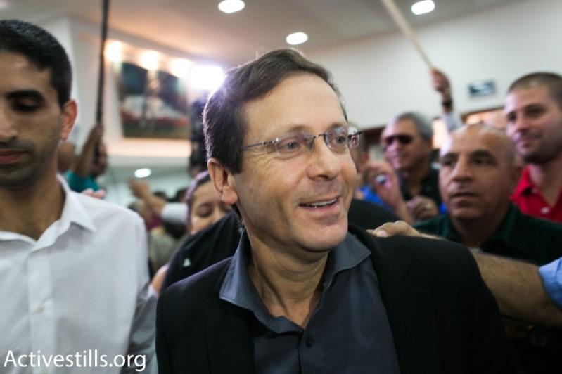 """יו""""ר מפלגת העבודה יצחק הרצוג באירוע בחירות (צילום: אקטיבסטילס)"""