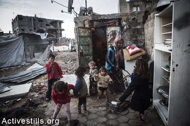 משפחת שאבארי, בית חנון, רצועת עזה, 18 פברואר, 2015. אקטיבסטילס