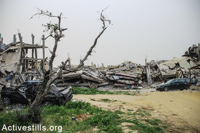 חורבות בתים בשכונת שג׳עיה, רצועת עזה, 11 פברואר, 2015. (אן פאק / אקטיבסטילס)