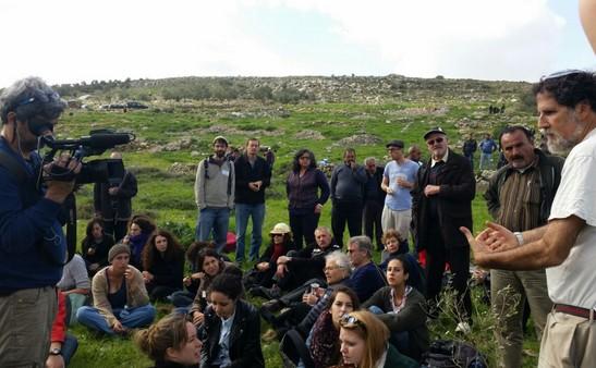 הרב אריק אשרמן באדמות הכפר יאסוף (סינדי כץ - רבנים לזכויות אדם)