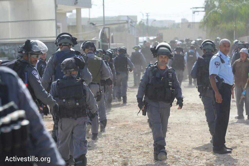 עשרות שוטרים מחוץ לבית אל-נאקיב, לוד (אורן זיו / אקטיבסטילס)