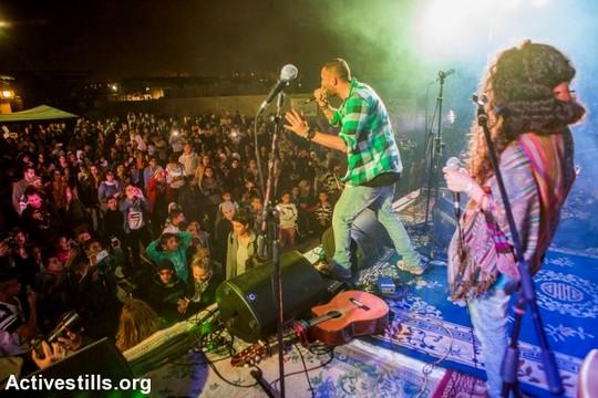 """הזמר תאמר נפאר על הבמה. פסטיבל דהמש לקראת הדיון הגורלי בבג""""ץ (יותם רונן/אקטיבסטילס)"""