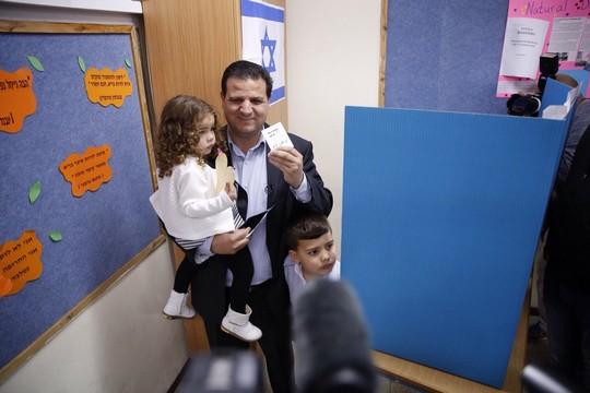 איימן עודה מצביע, חיפה (דוברות הרשימה המשותפת)