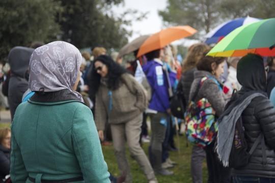 אלפי נשים הפגינו מול הכנסת ודרשו הסכם מדיני (צילום: רות מרום)