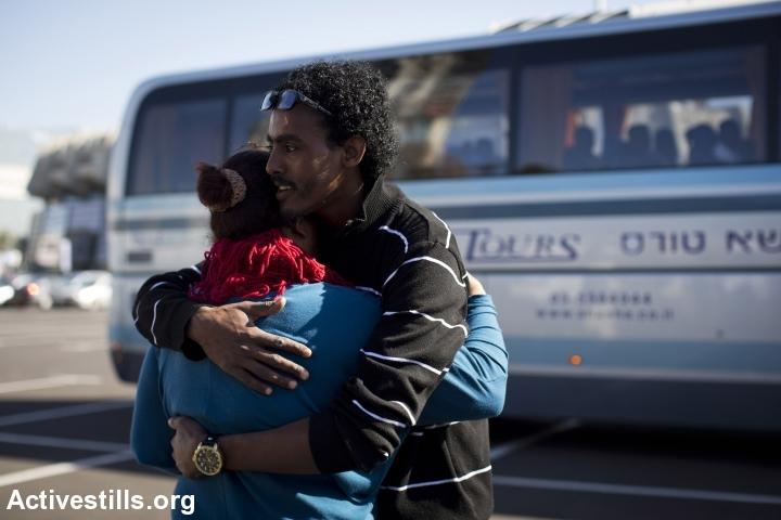 מבקשי מקלט נאספים ונשלחים לחולות, 2014 (אורן זיו / אקטיבסטילס)