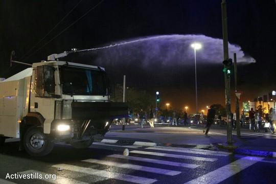 המשטרה עושה שימוש בבואש נגד המפגינים. הכניסה לירושלים. (אורן זיו/אקטיבסטילס)