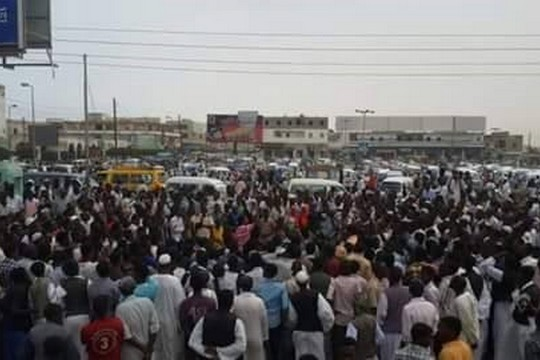 הפגנת סטודנטים בעיר פורט סודאן. (מקור: דף הפייסבוק של תנועת השחרור של סודאן בהנהגת עבדלואחד)