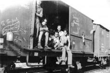 יהודים ניצולי ברגן-בלזן חוזרים ללוב בסוף המלחמה (מקור: יד ושם)