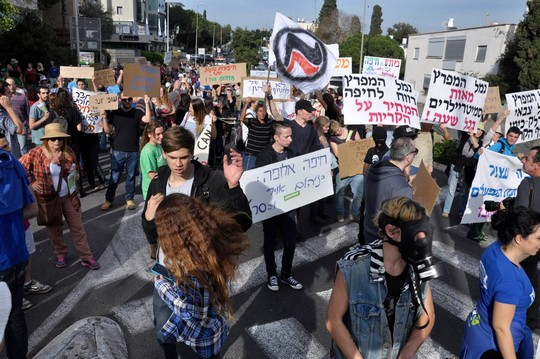 הפגנה נגד הזיהום בחיפה, דצמבר 2014 (יעקב סבן)