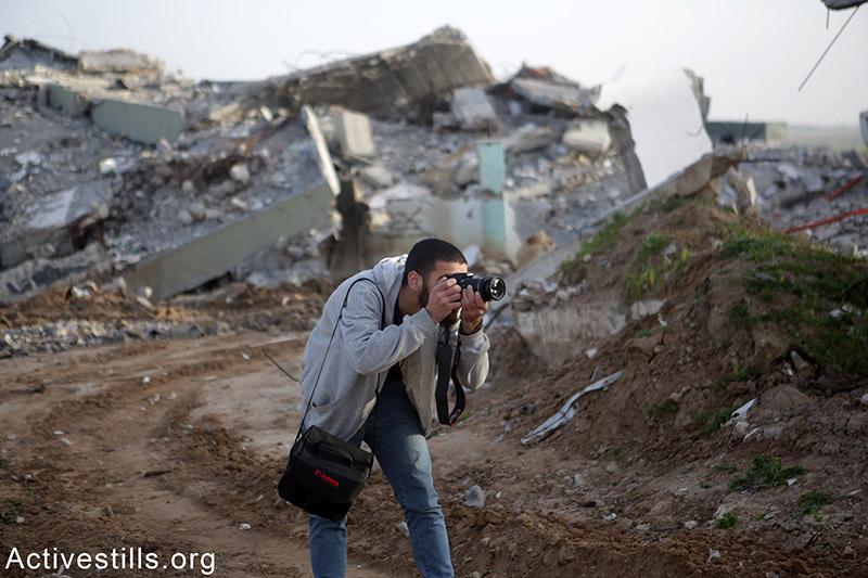 באסל מצלם, ח׳וזעה, רצועת עזה, קיץ 2014.
