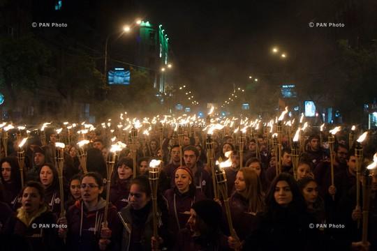 צעדה לציון מאה שנה מאז רצח העם הארמני, שהתקיימה השבוע באנדרטת הזיכרון, ארמניה (PAN photo CC BY-NC-ND 2.0)