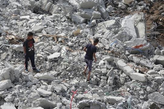 ילדים על הריסות בתים, דהמש (אורן זיו / אקטיבסטילס)