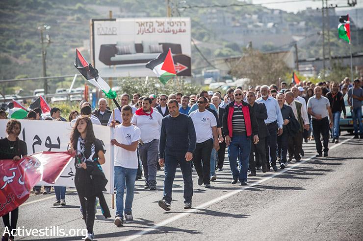 אלפים צועדים בתהלוכת יום האדמה בדיר חנה בצפון ישראל, 30 במרץ, 2015. (אקטיבסטילס)