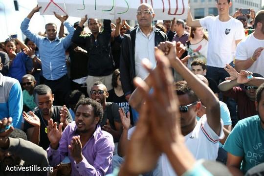 מפגינים יוצאי אתיופיה ותומכים חוסמים את צומת עזריאלי בתל אביב (אורן זיו/אקטיבסטילס)