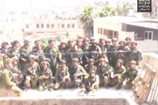 איך זה מרגיש כשחיילים באים לתמונה קבוצתית על הגג שלך