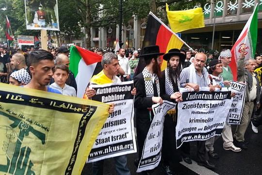 נטורי קרתא במצעד יום ירושלים בברלין (צילום: Denis Barthel ויקיפדיה CC BY-SA 4.0)