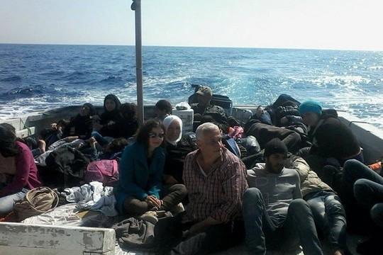 """""""חשבנו שנטבע בים כמו רבים אחרים"""". פליטים פלסטינים נמלטים מסוריה"""